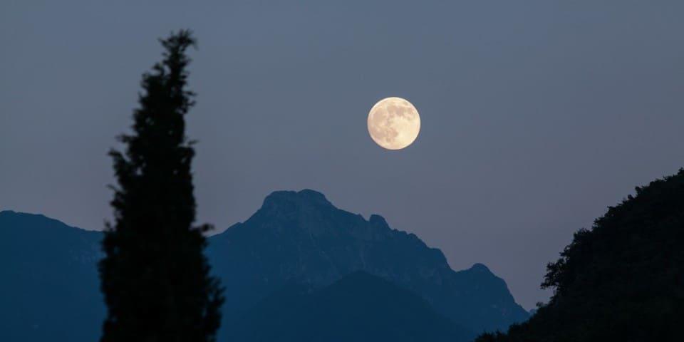 Lunar Waves, Meditationsmusik mit der Solfeggio-Frequenz 741 Hz